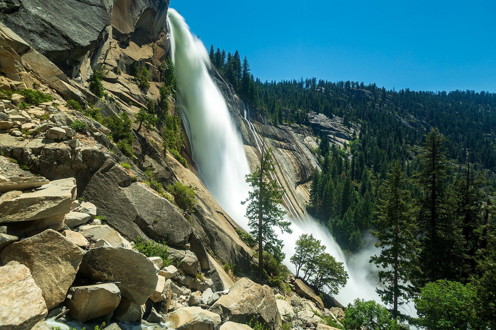 58A2211-Yosemite-waterfall-hike
